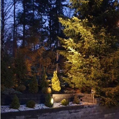 SPIKEllä valaistu istutusalue LedStore.fi