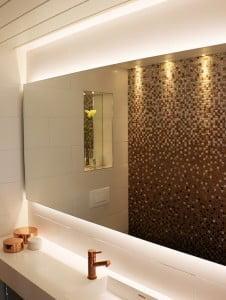 led valonauha ja spotit kylpyhuoneessa